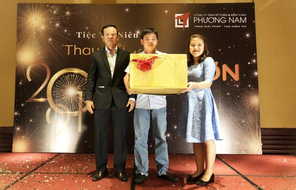 Giải đặc biệt được trao cho nữ cán bộ nhân viên Phương Nam